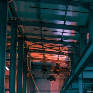 Монтаж на въжен телфер 500 kg, осъществен по метода на въжения достъп.