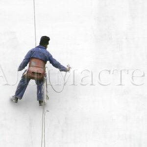 Боядисване на фасада на промишлено предприятие