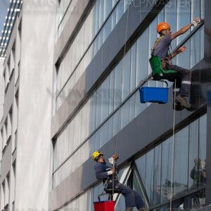 Почистване на прозорците на комплекс 3 TOPS