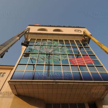 Почистване на фасадите на банка Пиреос и УниКредит Булбанк