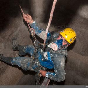 Борис Влаев използва въжен достъп за работа в силоз
