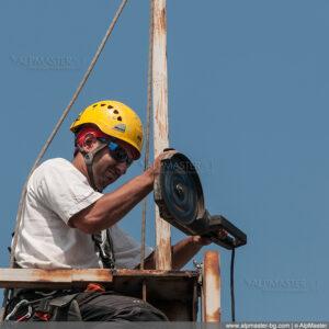 Борис Влаев прерязва един от елементите на конструкцията