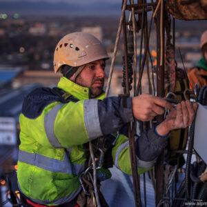 Борис Влаев завършва ремонта на ел. инсталацията на комина