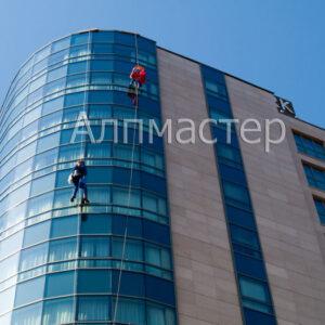 Почистване на фасадата на хотел Central park
