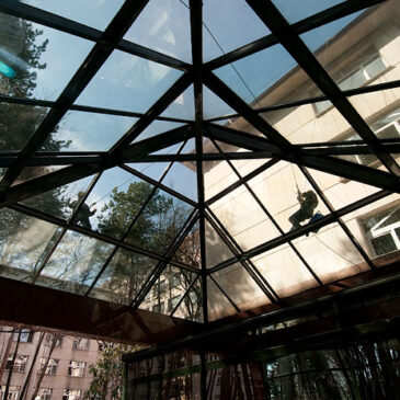 Пролетно почистване на прозорци и фасади