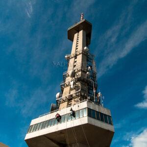 """Ремонт на Тв кула """"Копитото"""". Алпийкият способ е изключително подходящ за работа по труднодостъпните участъци на съоръжението."""